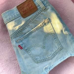 Ljusblå jeansshorts från Levi's i fint skick!