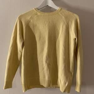 Stickad tröja från ONLY 💛 sparsamt använd! frakt tillkommer