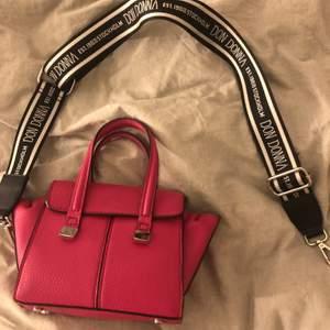 En rosa väska som tyvärr inte jag använder längre. Från zara💕💕frakt tillkommer