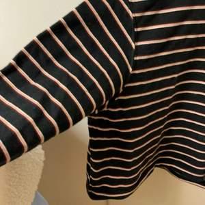 Den är väldigt skön i materialet för min del, och en väldigt fin färg på ränderna