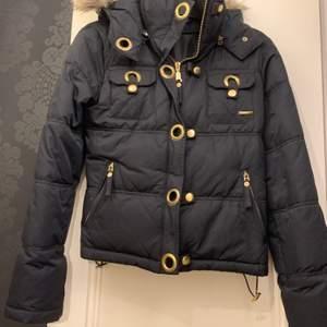 Säljer denna jacka från märket Inwear i storleken 36. Ord pris är 2295 kr men jag säljer den för 200 kr. Bra skick!