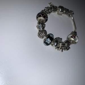 Jättefin Pandora likt armband med berlock