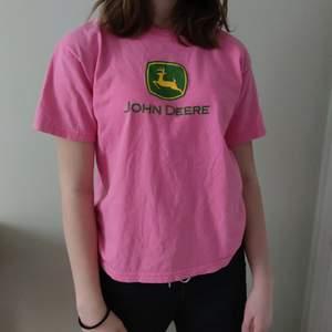 En fin rosa tröja. Bra skick. Köparen står för frakt.