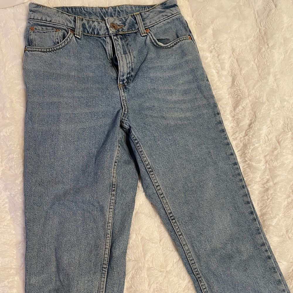 Topshop mom jeans in good condition 👌. Jeans & Byxor.