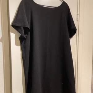 Svart klänning, använd en gång. Köparen står för frakt 🥰🥰