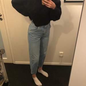 Snygga snöna byxor från Hm. Nyskick då jag inte använt dom mer än 3 gånger (har andra liknande) Fast pris 150+frakt annars buda i kommentarerna!🥰