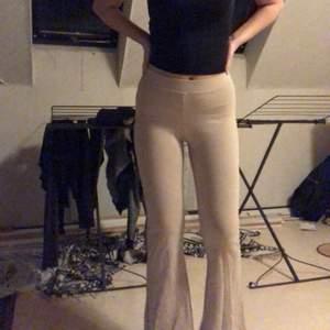 Säljer nu dessa byxor ifrån Gina då dom ej kommer till användning +köparen betalar för frakten😊