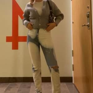 Ett par jeans från monki som jag blekt själv