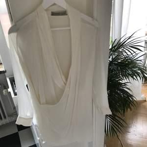 Underbar klänning i 100% silke från all saints