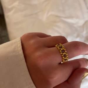 Snygg och trendig guld/lila ring gjord av mig.