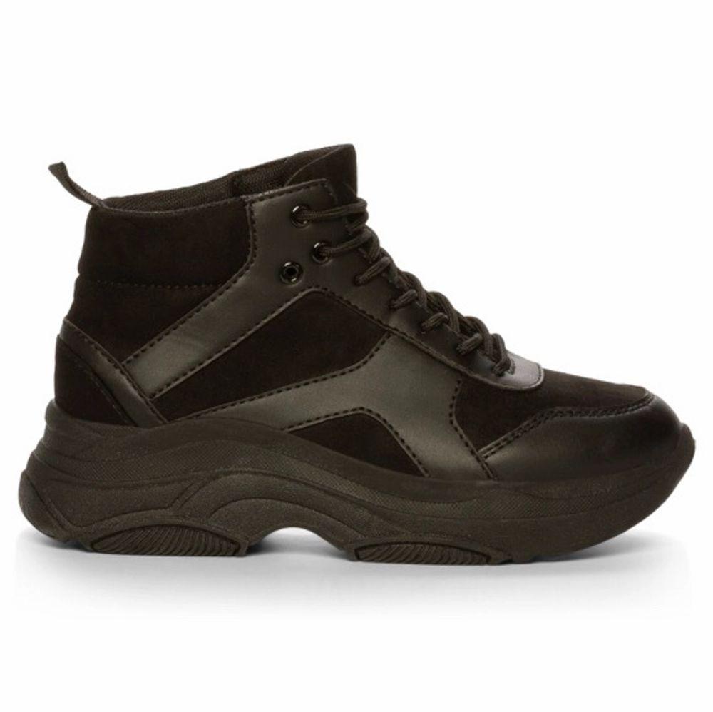 As snygga höga skor från attitude i storlek 38. Bara använts fåtal gånger så i jätte bra skick! Köptes för 600 säljer för 100+frakt❤️🤩🥺💕💫😩🤎. Skor.