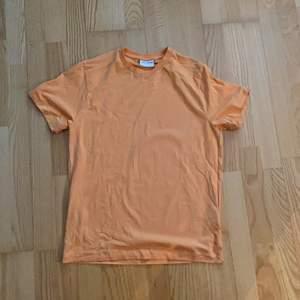 T-shirt inköpt på volt från märket the glory days. Bra skick