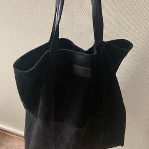 Tote Shopper from Moss Copenhagen! Mesch material. In good condition. Black.