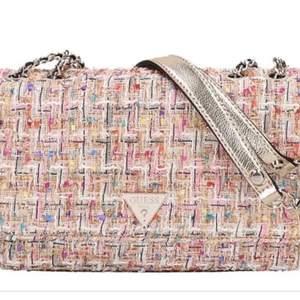 Asball guess väska som aldrig kommit till användning, köptes för 1700 men kan säljas för 650. Kan skicka mer bilder vid intresse.