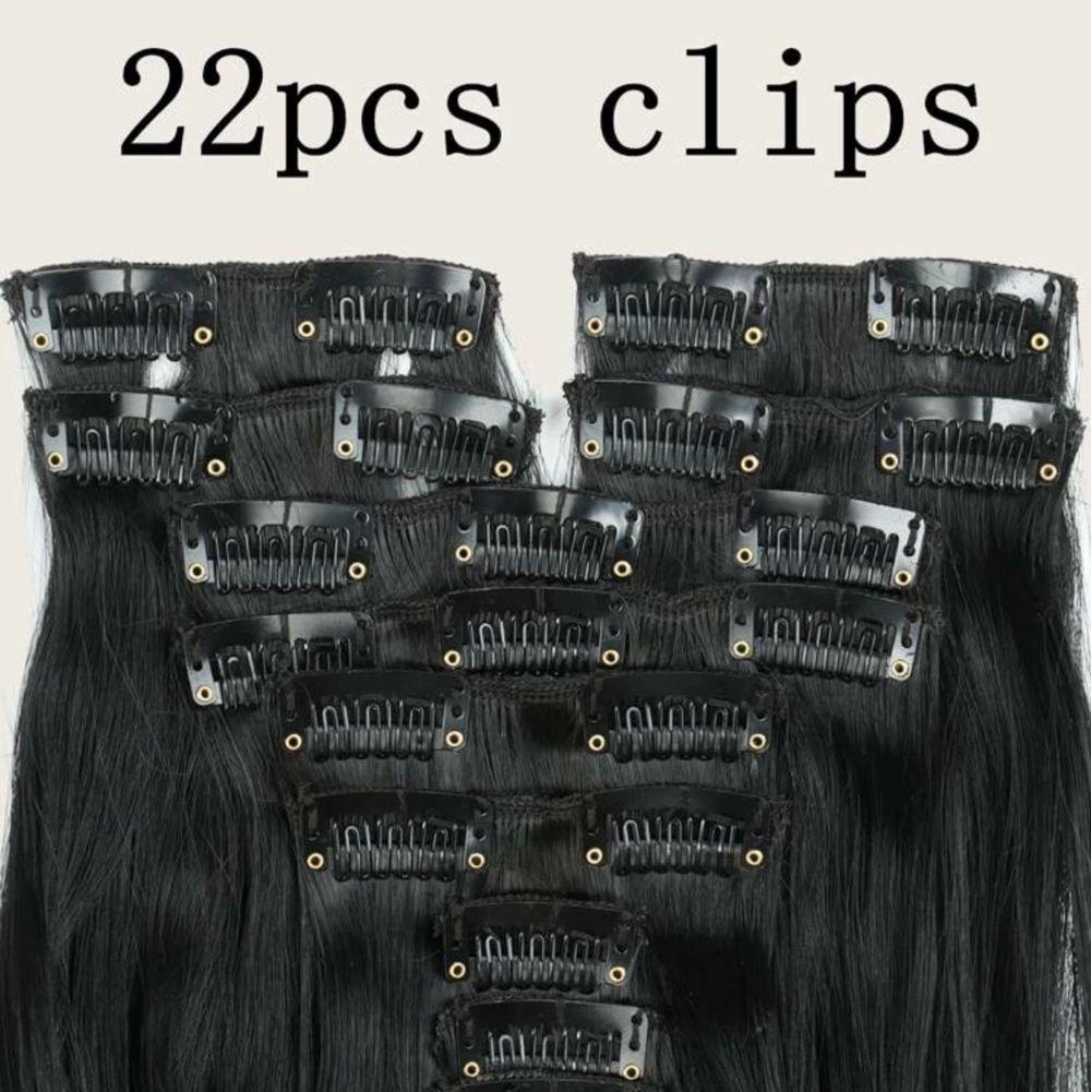 Säljer helt ny oanvända peruk/löshår med 22clips! Lätt att använda tar 5minuter bara att få ett lång hår! De är så mjuka och exakt som på bilder! Fått som present men inte kommer till användning och finns även en annan färg! Se bild 3!♥️. Accessoarer.