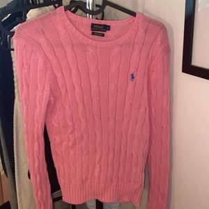 Kabelstickad tröja från Ralph Lauren, storlek S. Använd ett fåtal gånger, vill bli av med så kom med bud