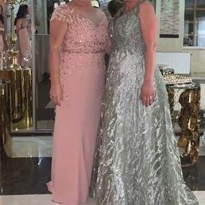 Säljer den rosa klänningen  i strl 42/44