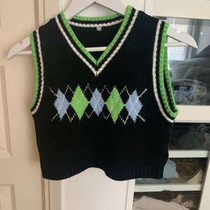 Blå och Grön rutig sweater vest från Yesstyle. Den är i bra skick och bara använd en gång. Storleken är M i asian size, så den passar som en Small. Nypris 125kr. ‼️ Jag postar inte, utan möts bara upp ‼️