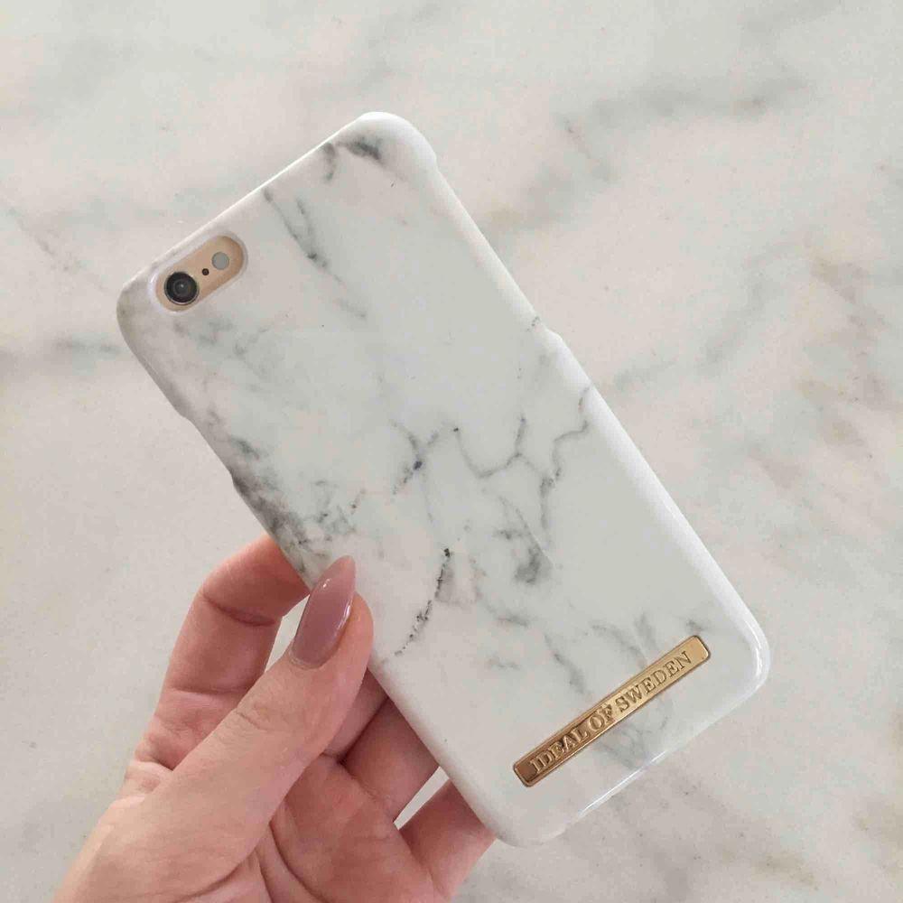 Idealofsweden skal som aldrig är använt. Säljs på grund av ny mobil så kan inte använda skalet.  Passar iPhone 6 och 6s. Nypris 299kr säljes för 100kr  Köparen står för frakten.. Accessoarer.