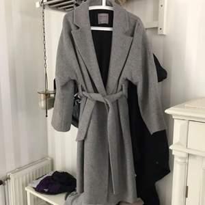 Perfekt kappa köpt här på Plick men tyvärr för stor för mig:( jag betalar frakten