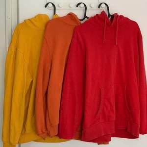 Säljer herr/dam hoodies från HM, väldigt basic. Köpta för 250kr styck. Säljer de för 150kr. Storleken på de är M, passar även L. Inte använt de mycket.