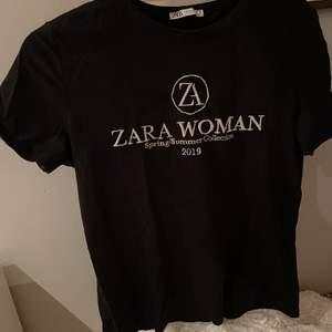 Fin nästintill oanvänd T-shirt från Zara. Frakt ingår!