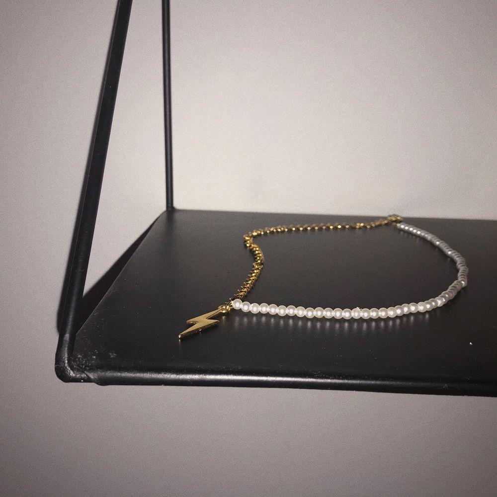 Hej! Jag designar och tillverkar smycken till bra priser där jag även skänker 5kr/order till Cancerfonden❤️. Accessoarer.