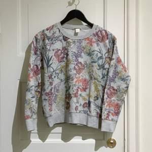 Knappt använd, blev för liten tyvärr och har legat i garderoben bara. Stl S. 📦 Swish gäller. Möts / köpare står för frakt. Djurfritt & rökfritt hem.