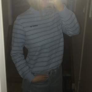 Ljusblå sweatshirt från adidas, finns ingen lapp men skulle säga att den är en S( jag brukar ha s/m)