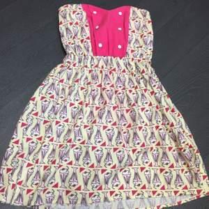Supersöt klänning. Använd en gång 🍦☂️