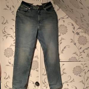 Cheapmonday Jeans i w27 l32 som är för korta och knappt använda