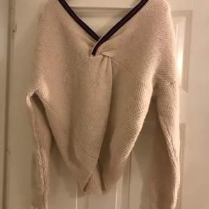 Skit snygg stickad tröja som ej kommer till användning💖 helt fläckfri och inte använd många gånger alls. 85 kr + frakt