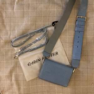 Knappt använd carin wester väska. Kommer ett smalt och tjockt axelband + en dustbag. 🌟köparen står för frakten🌟