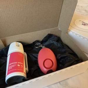Jag och mitt UF företag säljer ett försvarskit som består av ett överfallsalarm och en laglig spray som förblindar! Tänkte lägga ut här innan jul då det skulle vara en perfekt julklapp att ge bort till sina nära och kära! Skriv till mig här eller på vår Instagram @secure__uf om ni skulle vilja köpa!! 💞