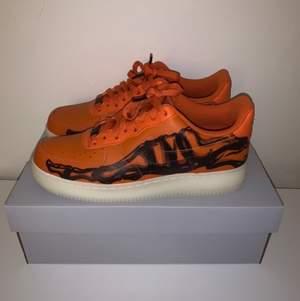Nike Af1 skeletons orange DS (helt nya) i storlek 42