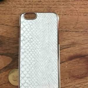 Oanvänt mobilskal från richmond & finch