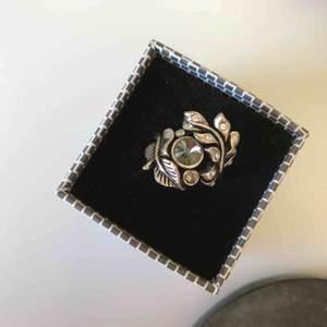 Väldigt vacker ring. Något skrapad, se bild. Frakt 11kr