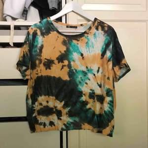 Cool tie dye T-shirt från Zara i strl L, sitter snyggt oversize på. Frakt tillkommer ⚡️