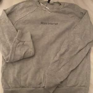 Sweatshirt från H&M, i bra skick