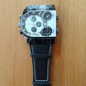Säljer en klocka som jag inte använder. Har legat länge. Den behöver byta batteri