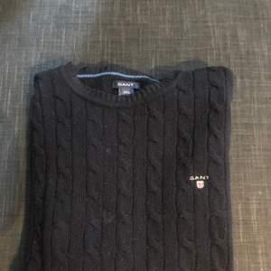 Stickad tröja från gant i bra skick. Storlek 170, sitter som xs.