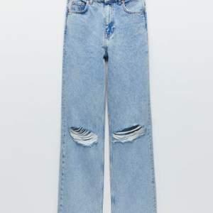 Intressekoll på HELT OANVÄNDA jeans från zara. Fick hem paketet för några dagar sen bara så dem är sprillans nya. Säljer pga köpte fel modell 🤍 Frakt tillkommer 🤩
