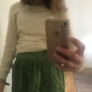 Jättefin kjol ifrån Massimo Dutti                                        Strl 146-158 cm (passar mig som har xs)