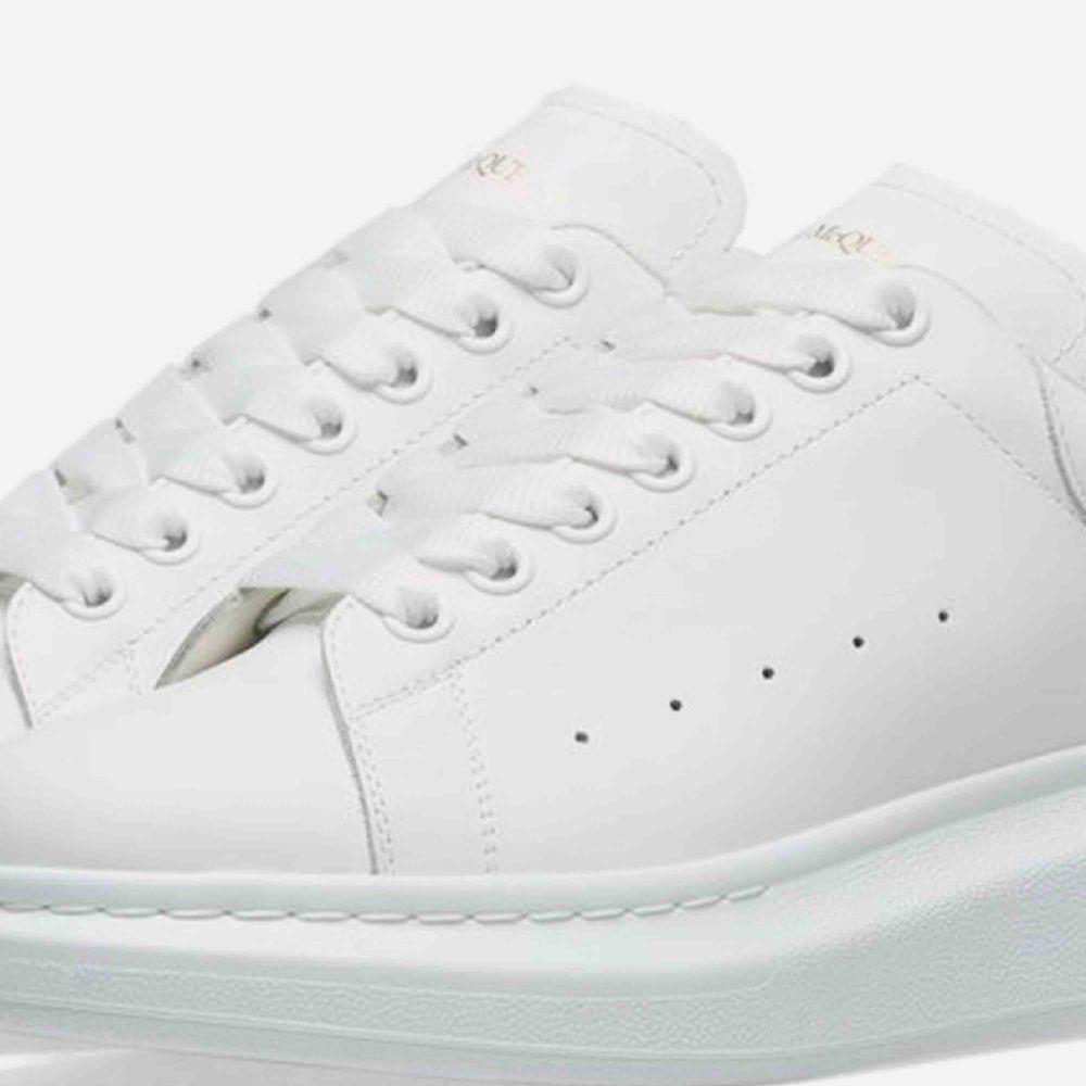 Säljer mina snygga mqueens som är vita i stl 36🥰 #sneakers #alexandermqueens #jordans #lv #zara. Skor.