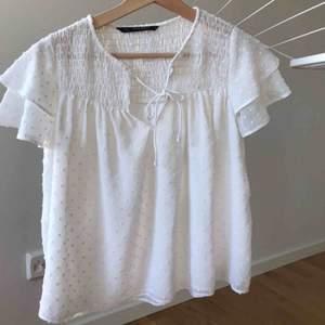 Supergullig vit blus från Zara i S