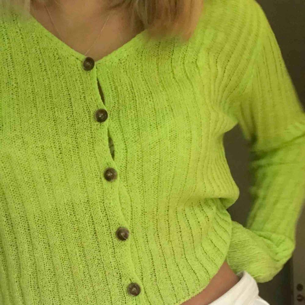 Säljer denna ribstickade tröjan från emory park då jag inte använder den så mkt!. Toppar.