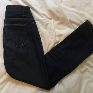 Jeans från FK, köpta förra året. Använda typ 5 gånger, pga för små. Jag är 168 cm, och modellen är kortare i benen. Hög midja. Modell: Stella, strök 26. :-) vid snabb affär säljer jag dem billigare! 🏄♀️💕
