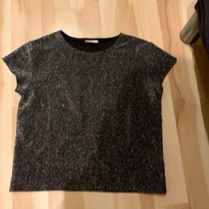 Jättefin glittrig tröja i storlek xs