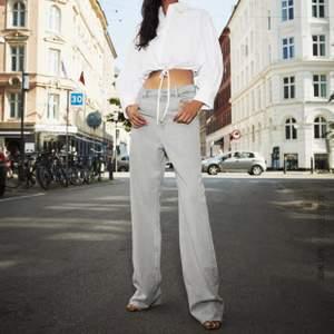 90s full lenght zara jeans som är så otroligt populära. Dessa i storlek 40 men skulle påstå att de passar 38 också. Bud från 300