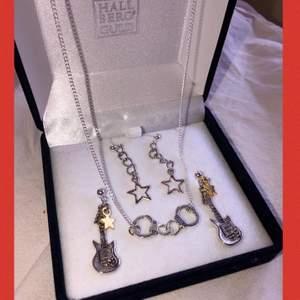 🎸SLÄPP AV SMYCKEN🎸⭐️ Örhängen: 59kr (inkl frakt) Halsbandet: 75kr (inkl frakt) DM FÖR BESTÄLLNING💕⚡️ Mitt instagramkonto: @Alvasellout